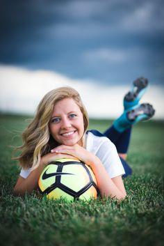 How to Choose a Senior Photographer. Soccer Senior Pictures, Soccer Images, Sports Pictures, Senior Soccer Poses, Soccer Pics, Senior Girl Photography, Soccer Photography Poses, Photography Ideas, Girls Soccer
