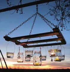 Lampara exterior con tarros de cristal / Outdoor lamp with glass jars vía La bioguia