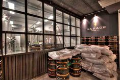 Marzua: DissenyaDos da forma a Garage Beer Co., una fábrica de cerveza artesanal instalada en un garaje Industrial House, Brewing Co, Brewery, Patio, Home Decor, Ideas, Shape, Beer Bar, Beer Poster