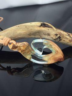 Ein persönlicher Favorit aus meinem Etsy-Shop https://www.etsy.com/de/listing/586628545/resin-wood-necklaceharz-holz-halskette