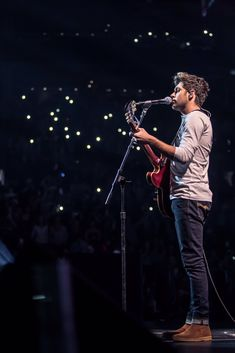 Niall Horan @ Boston Jingle Ball - This Town  This board technically is for the Brits and Americans but Niall is still a part of 1D and I really like his new song