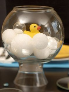 Ducky Baby Shower Ducky bath themed baby shower ideas that would also be cute for a first birthday party - very easy and SO adorable!Ducky bath themed baby shower ideas that would also be cute for a first birthday party - very easy and SO adorable! Idee Baby Shower, Mesas Para Baby Shower, Baby Shower Duck, Fiesta Baby Shower, Baby Shower Invitaciones, Shower Bebe, Baby Shower Gender Reveal, Baby Shower Games, Baby Games