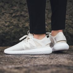 Titolo Sneaker Boutique sur Instagram : NEW IN! Adidas Tubular Viral W - Core White/Core White available now in-store and online @titoloshop Zurich