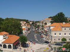 Centrum Dubrownika - droga prowadząca do bezpłatnego parkingu  // #Croatia #Chorwacja #Dubrownik #Dubrovnik http://crolove.pl/wakacje-w-dubrowniku-wskazowki/