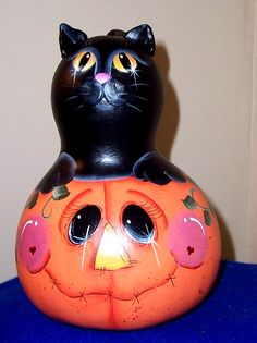 cute halloween gourd - reminds me of Gaye Schoell