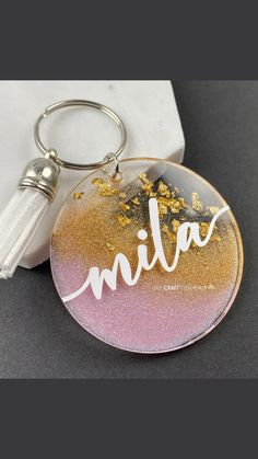 Epoxy Resin Art, Diy Resin Art, Diy Resin Crafts, Diy Crafts Hacks, Glitter Crafts, Diy Resin Keychain, Acrylic Keychains, Diy Resin Projects, Vinyl Projects