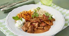 Härlig biffgryta med sting av curry! Servera med ris och svalkande yoghurtsås.