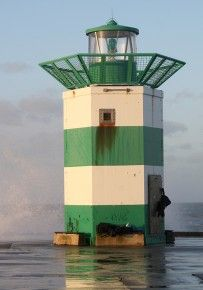 Places Around The World, Around The Worlds, Holland, Lighthouse Photos, Diy Aquarium, Living On The Edge, Beacon Of Light, Interesting Buildings, Am Meer