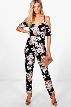 womens fashion night out 0630 Jumpsuit Outfit Dressy, Floral Jumpsuit, Jumpsuit Dress, Black Jumpsuit, Dress Outfits, Fashion Outfits, Women's Fashion, Fashion Night, Fashion Clothes