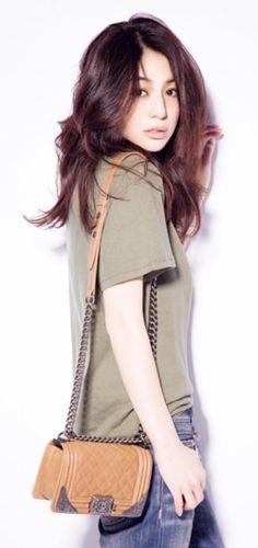 井川遥さんの私服がまた話題に!30代~の女性の憧れの的の井川遥さんですが、年齢にあった素敵なファッションが魅力。VERY8月号で新たな魅力が。