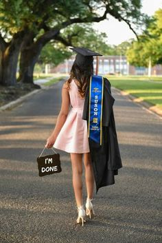 Graduation Picture Ideas Discover graduation outfit ideas graduation dress graduation gown gifts ideas dresses trousers winter guest college high school classy for women quotes photography cap makeup themes hairstyles decorations university art aesthetic Nursing Graduation Pictures, Graduation Picture Poses, College Graduation Pictures, Graduation Portraits, Graduation Photoshoot, Graduation Photography, Grad Pics, High School Graduation Picture Ideas, Graduation Outfits