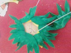 Flores em E.V.A. / PET / Meias de Seda: Girassol em e.v.a passo a passo Christmas Ornaments, Holiday Decor, Home Decor, Diy Crafts, Christmas Crafts, Satin Flowers, Vase Arrangements, Silk Stockings, Floral Arrangements