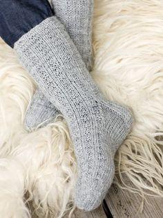 Lovely socks by Novita. Crochet Socks, Knitting Socks, Hand Knitting, Knitting Patterns, Knit Crochet, Crochet Patterns, Knit Socks, Woolen Socks, Sexy Socks