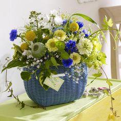 Sommerliche Blumen-Dekoration zum Selbermachenn - 944328_kleinerKorbInBlauMitStraussInGelb_600x60010