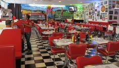 kantoormeubilair bepaald de sfeer, inrichting Amerikaans restaurant in jaren 50 stijl.
