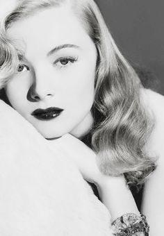 Veronica Lake, born Constance Frances Marie Ockelman (1922-1973) - American stage, film and TV actress. Photo by George Hurrell, 1941