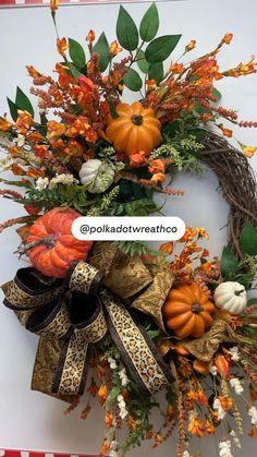 Elegant Fall Wreaths, Fall Mesh Wreaths, Halloween Wreaths, Autumn Wreaths, Fall Door Decorations, Handmade Christmas Decorations, Fall Centerpiece Ideas, Thanksgiving Wreaths, Thanksgiving Decorations