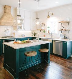 Kitchen Interior Design Designers Are Loving This Color For Kitchen Cabinets Right Now - Dark Teal Cabinets - It's the exact opposite of boring! Teal Kitchen Cabinets, Kitchen Cabinet Colors, Kitchen Colors, Green Cabinets, White Cabinets, Colored Cabinets, Kitchen Layout, Kitchen Paint, Kitchen Shelves