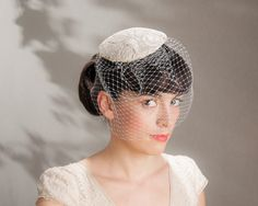 Haarschmuck & Kopfputz - Kopfschmuck Braut Creme Spitze Schleier - ein Designerstück von Seegang-Berlin bei DaWanda