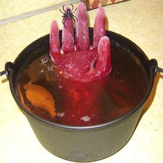 Halloween party, look out for frozen hands in the punch! Freeze a plastic glove. - Full DIY and recipe at link. recipes for halloween Buffet Halloween, Recetas Halloween, Soirée Halloween, Halloween Food For Party, Holidays Halloween, Halloween Treats, Halloween Decorations, Halloween Potions, Favorite Holiday