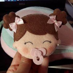icu ~ Best 12 – Page 575475658635080472 – SkillOfKing. Baby Fabric, Fabric Toys, Felt Crafts Diy, Baby Crafts, Scrapbook Bebe, Felt Banner, Felt Gifts, Sock Dolls, Baby Ornaments