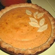 Ripe Hachiya persimmons are the star of this lightly spiced custard pie. Fruit Recipes, Pie Recipes, Fall Recipes, Dessert Recipes, Cooking Recipes, Yummy Recipes, Persimmon Pie Recipe, Persimmon Cookies, Pastries