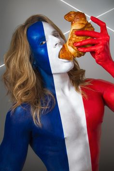 Models Painted As Flags Eating Stereotypical Food From That Country in Jonathan Icher's 'Fat Flag' Photo Series Body Painting, Flag Painting, Parisienne Chic, Photography Series, Conceptual Photography, Photography Projects, Creative Photography, Fashion Photography, Anastasia