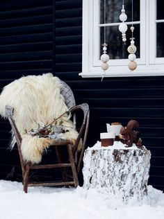 We should't let winter stop us enjoying the fresh air. Take a look at these gorgeous Scandinavian-inspired winter outdoor spaces! Yule, Scandinavian Garden, Scandinavian Christmas, Winter Love, Cozy Winter, Winter Porch, Winter Style, Winter Parties, Decoration Inspiration