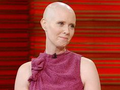 """Cynthia Nixon's Bald Head Requires Daily Shaves.  Cynthia Nixon recently went bald for her role as a cancer-stricken professor in the new Broadway play Wit, and showcased her newly shorn head on LIVE! with Kelly Tuesday morning.    """"I thought it was going to be kind of no-muss, no-fuss, but I have to shave it every day,"""" Nixon revealed. """"It's got kind of a five o'clock shadow. You don't want to go out with that.""""   JAN 24 2012"""