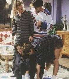 Lisa Kudrow as Phoebe Buffay, Matt LeBlanc as Joey Tribbiani, Courtney Cox as Monica Geller, & Jennifer Aniston as Rachel Green - F. Friends Tv Show, Friends 1994, Tv: Friends, Serie Friends, Friends Cast, Friends Moments, I Love My Friends, Friends Forever, Friends Phoebe