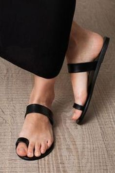 Black handmade leather sandals women,ringtoe sandal, genuine leather - Don't want leather in my stuff, though Cute Shoes, Me Too Shoes, Leather Sandals, Shoes Sandals, Flats, Black Sandals, Toe Loop Sandals, Simple Sandals, Gladiator Sandals