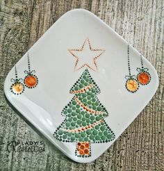 Christmas Mandala, Christmas Crafts, Xmas, Pottery Painting Designs, Paint Designs, Dot Painting, Ceramic Painting, Mandala Art Lesson, Bottle Art