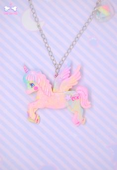Have you ever dreamed about flying over the rainbow? This fairy enchanted pegasus can take you to a dreamy land! Eyes are holographic and hand-painted, her bum is  decorated with a CCK sign and sparkles and tiny stars/hearts, so magical!☆゚ It's suspended on a pink plastic chain necklace.  18 €♥