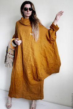 Купить или заказать Платье оверсайз 'Мила горчичная' в интернет-магазине на Ярмарке Мастеров. Я же помню тебя моя Мила В платье летнем в милый горошек, С пышной юбкой С обильным воланом У твоей небольшой стопы. Ах как сладки мои мечтанья, Только где же ты, где же ты где? Обалденное боховское платье оверсайз обьема из красивого льна горчичного оттенка , который красиво мнется . Необычный крой платья придумывала в творческом полете . Платье с необычным объемным воротом, исключительной о...