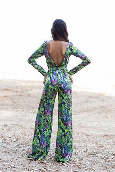 Jumpsuit con espalda descubierta y pantalón estampado. De Panambi.