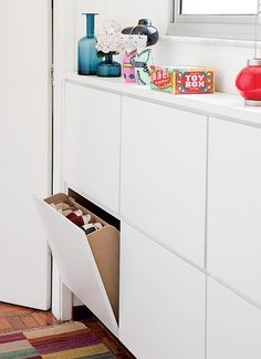 Unusual corners can be availed for cabinets. Depending on the function, mobile need not have much depth. This shoe rack is underneath the window and is only 18 cm deep thanks to the tilting drawers