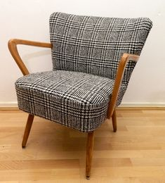 I have a chair that would look great with a beautiful suiting material. And I have the material too!