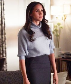 12 Outfits Meghan Markle Wore on Suits That Will Give You Serious Workwear Inspiration Meghan Markle's on-screen counterpart on Suits, Rachel Zane, is a master of office chic. Here are 10 outfits to inspire your workwear wardrobe! Meghan Markle Suits, Estilo Meghan Markle, Meghan Markle Style, Meghan Markle Fashion, Rachel Zane Outfits, Suits Rachel, Suit Fashion, Work Fashion, Fashion Black