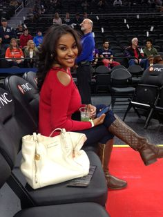 When sitting courtside, all eyes are on you.  Teresa is sporting a pair of black jeans with a red, cold shoulder sweater and brown rider boots.  Notice the DKNY handbag.  Fabulous!