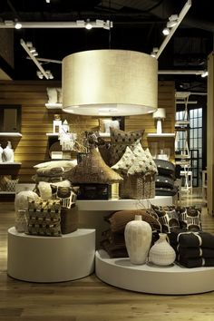 West elm visual merchandising display with cylindrical stands and nude colo Visual Merchandising Displays, Visual Display, Display Design, Store Design, Wood Display, Showroom Design, Shop Interior Design, Retail Design, West Elm