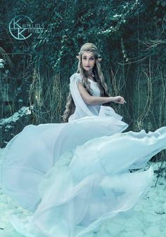 Galadriel cosplay, Photoshoot with Leah Kelley Photography Elf Cosplay, Cosplay Costumes, Halloween Costumes, Hobbit Costume, Elven Queen, Costumes Couture, Fairy Clothes, Woodland Fairy, Fantasy Costumes