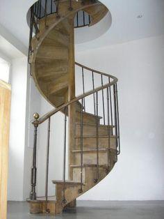 Ancien escalier colimaçon en chêne main courante en noy Neptune - FadParis