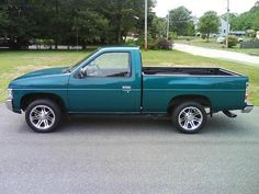 Nissan Truck Regular Cab For A Reliable Car Even On The Worst Situation Nissan Vans, Nissan Trucks, Mini Trucks, Old Trucks, My Dream Car, Dream Cars, Nissan Hardbody, Small Pickups, Old Vintage Cars