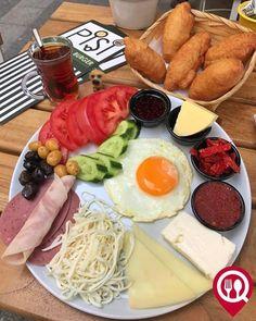 """Kahvaltı Tabağı & Peynirli Pişi - Pişi Breakfast & Burger / İstanbul ( Moda ) Çalışma Saatleri 09:00 - 19:00 0 216 348 08 18 21/ Kahvaltı Tabağı 9/ Peynirli Pişi Alkolsüz Mekan Paket Servisi Yok Sodexo Ticket Multinet Setcard Yok Açık Alan Var Otopark/ Vale Parking Yok DAHA FAZLASI İÇİN YOUTUBE """"YEMEK NEREDE YENİR"""" TAKİP ET Görseldeki ürün bir çay ile servis edilmektedir."""