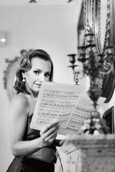 Fotografia biznesowa Kraków - Sesja zdjęciowa dla Anety Kubackiej.   #fotografiabiznesowaartystów #FotografiaBiznesowaiKorporacyjnaaWizerunek