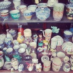 Kyoto ceramics shop, Japan.    Antique Owl: http://antiqueowl.wordpress.com/2012/04/22/japan-owling-part-2/