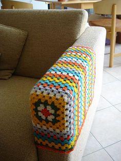 crochet granny square sofa arm cover, practical, home made Crochet Diy, Crochet Home Decor, Love Crochet, Crochet Crafts, Yarn Crafts, Crochet Projects, Crochet Squares, Crochet Granny, Crochet Stitches
