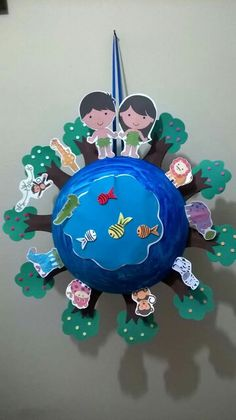 Earth Day Crafts for Kids -Easy craft ideas for kids of all ages using recycled materials like newspaper, cardboard and magazines for Earth Day. Earth Day Activities, Bible Activities, Bible Story Crafts, Earth Day Crafts, Creation Crafts, Church Crafts, Sunday School Crafts, Art N Craft, Kids Church