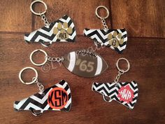 Personalized Football and Megaphone Keychains by llsocia on Etsy Diy Resin Keychain, Keychain Ideas, Acrylic Keychains, Keychain Design, Leather Keychain, Diy Resin Crafts, Vinyl Crafts, Vinyl Projects, New Project Ideas