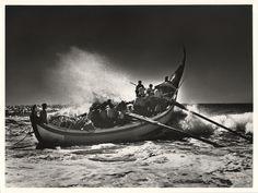Portugal, barque lune à Vieira de Leira, 1954. © Jean Dieuzaide